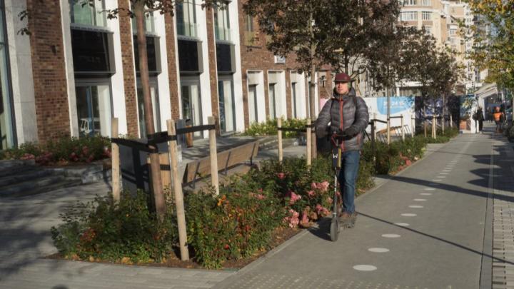 «Не дороже, чем такси, да и от пробок не зависишь»: плюсы и минусы электросамокатов в Екатеринбурге