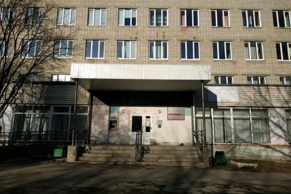В поликлинике № 1 на улице Саперов, 3 в Екатеринбурге частично закрыли плановый прием пациентов