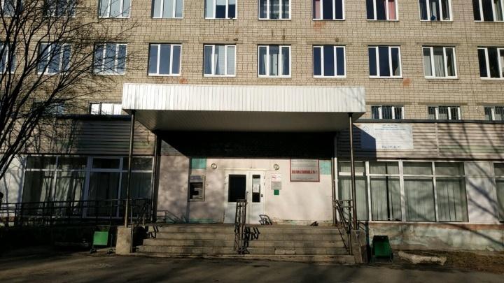 «Спасаемся как можем»: в поликлинике 6-й больницы частично закрыли плановый прием