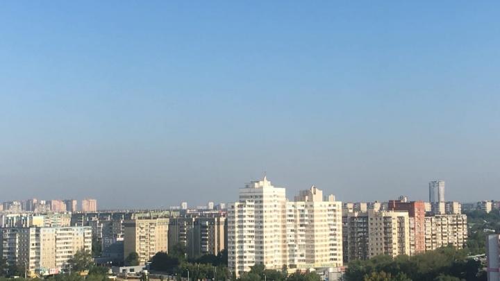 Небо над Челябинском затянуло смогом. В Минэкологии заявили — такая картина по всей области