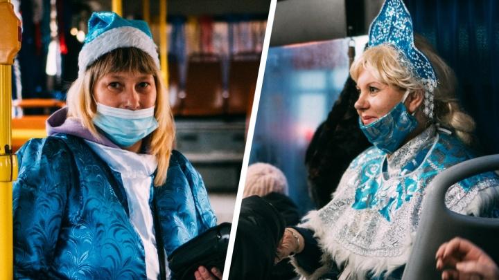 «Снегурочка всегда была идеалом красоты»: омские кондукторы переоделись во внучек Деда Мороза