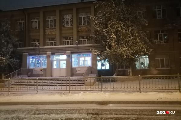 """Трагедия произошла возле школы <nobr class=""""_"""">№ 109</nobr>, расположенной в переулке Днепровском"""