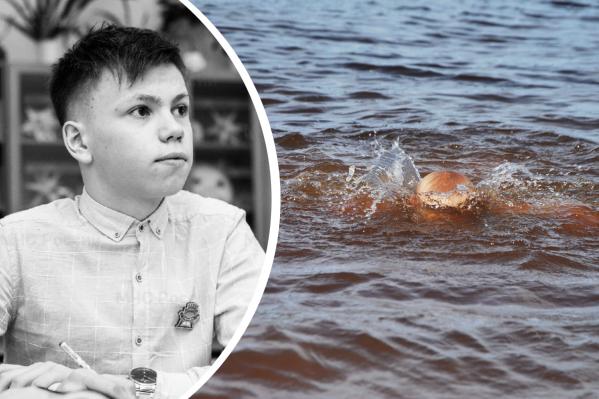Артем Попов (справа) занимался плаванием с 4 лет, поэтому уверенно держится в воде и под водой. Он смог нащупать ногу тонувшего под водой и помочь ему