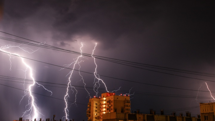 Грозы, штормовой ветер и град накроют Челябинскую область