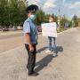 В Перми и Москве на одиночных пикетах задерживают, а в Екатеринбурге — нет. Разбираемся, почему и нормально ли это