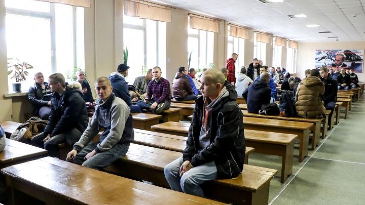 Двойное тестирование и маски: как нижегородцев призывают в войска во время эпидемии