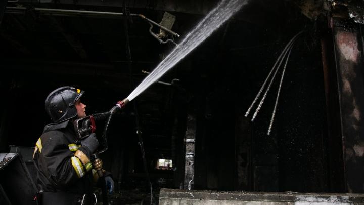 В Кемерово горел строящийся за 8 миллиардов ледовый дворец «Кузбасс»: фоторепортаж с места