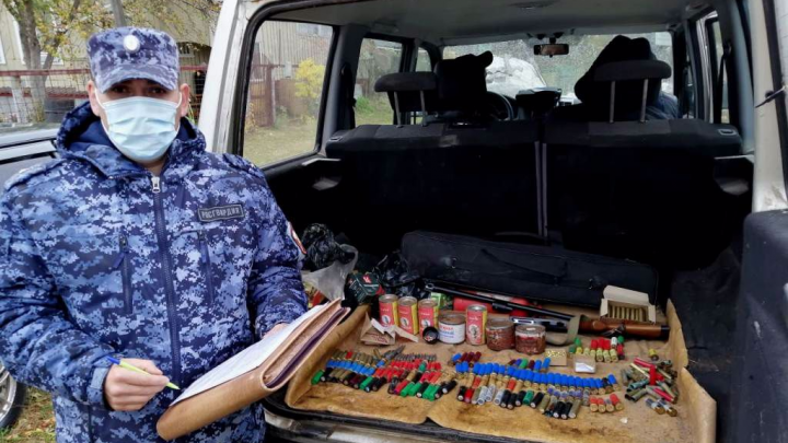 Жительница Дивеево добровольно сдала незаконный арсенал боеприпасов и ружье