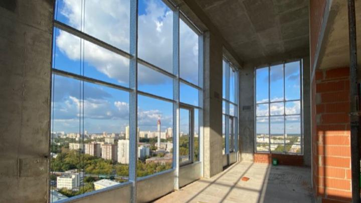 «Весь город у моих ног»: в Екатеринбурге продадут шикарные пентхаусы с окнами от 5 метров