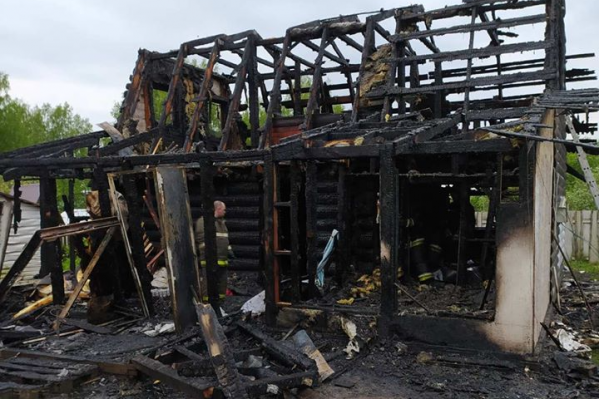 Сгоревший дом был единственным жильём семьи Адриан
