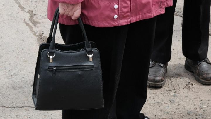 На пермскую пенсионерку оформили кредит через сайт. Она доказала, что не брала его, но деньги не может вернуть 4 месяца