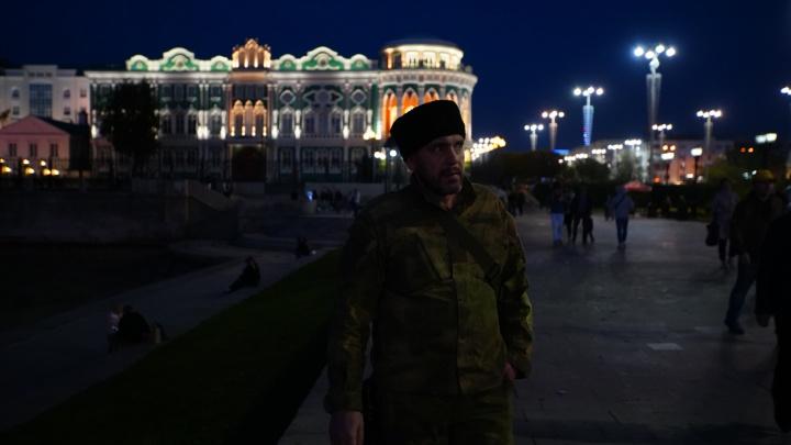 «Найдут и решат, как тебе выглядеть и что думать»: психолог — о ряженых казаках в Екатеринбурге