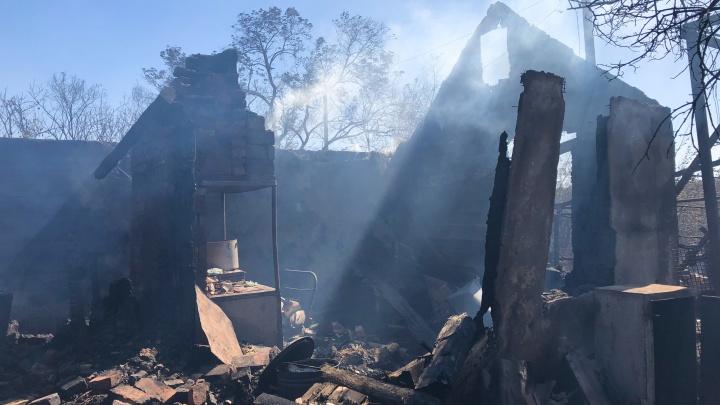 Сгорели дома, животные, люди: каким стал хутор Замчалово после пожара. Репортаж 161.RU
