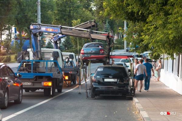 В Самаре машины «пачками» отправляют на штрафстоянки