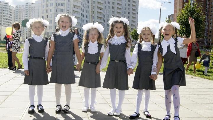 Цены ниже 500 рублей: в каком магазине можно одеть ребенка с ног до головы и потратить меньше тысячи