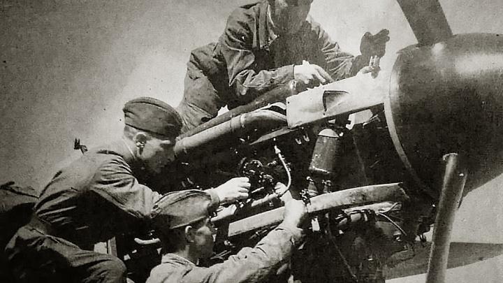 «Не знал усталости»: сибиряк ночами собирал самолёты и случайно встретился с братом после Победы