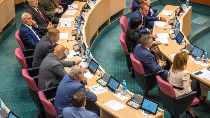 В Самарской области депутатам предлагают работать по 6 дней в месяц