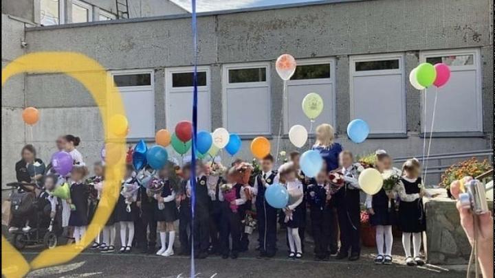Родители обвинили маму мальчика-инвалида в клевете с историей с фото и заступились за учителя