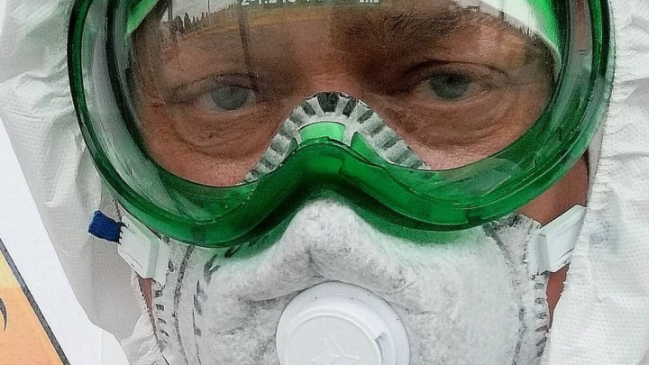 «Понимал, что его спасать будет некому»: врач, откачивавший в Сбербанке Романа Гребенюка, умер от коронавируса