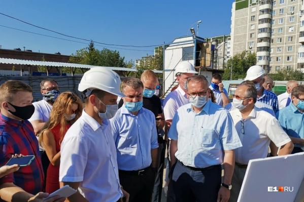 Вице-мэру Екатеринбурга доложили, как будут строить дороги к «золотому»автовокзалу