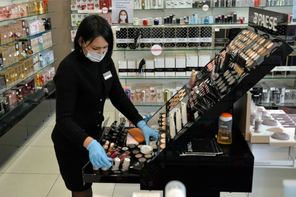 В магазинах и заведениях общественного питания меры профилактики обязаны соблюдать как сотрудники, так и посетители