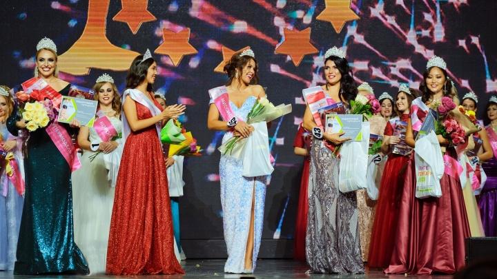 Титул королевы красоты на конкурсе «Миссис Красноярский край» завоевала 38-летняя мать двоих детей