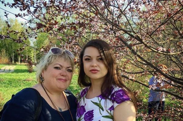 Елена Смирнова (на фото слева) ушла из жизни 25 июля. Ей было всего 59 лет