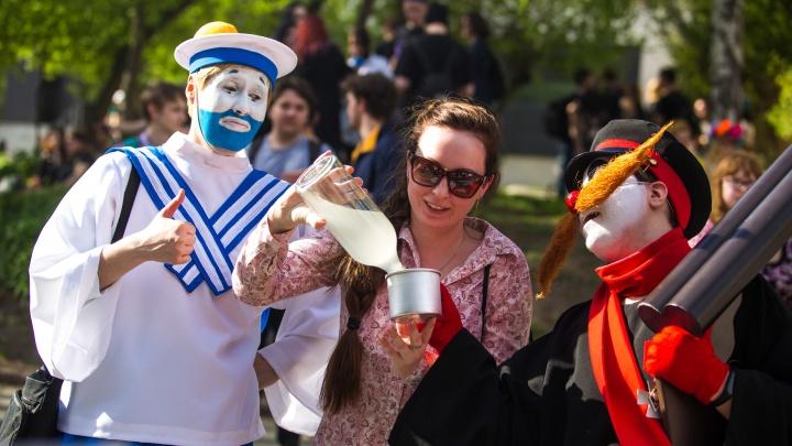 «Он прожил долгую, счастливую и достойную жизнь»: в Новосибирске закрыли крупнейший молодёжный фестиваль