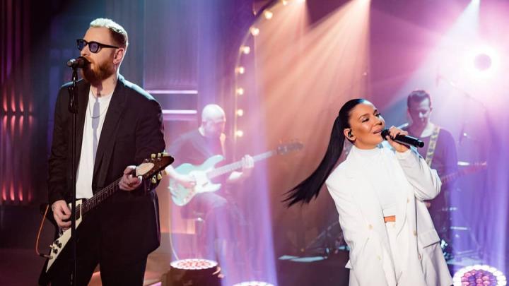 Ёлка и RSAC выступили у Урганта с песней, которую впервые исполнили вживую в Екатеринбурге