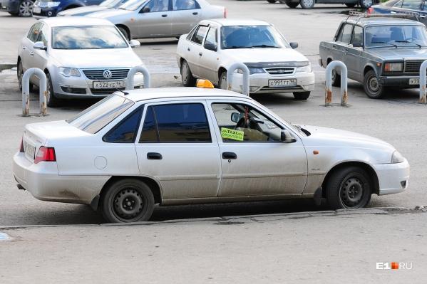 """Максим пошел в такси, чтобы за месяц заработать <nobr class=""""_"""">150 тысяч</nobr> рублей, и делится с Е1.RU своими впечатлениями"""