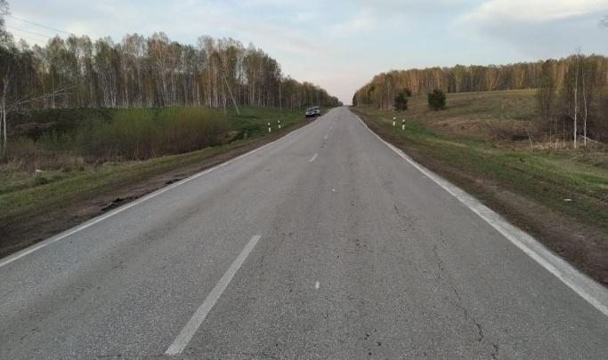 На трассе под Новосибирском погиб 18-летний водитель — его «Тойота» перевернулась