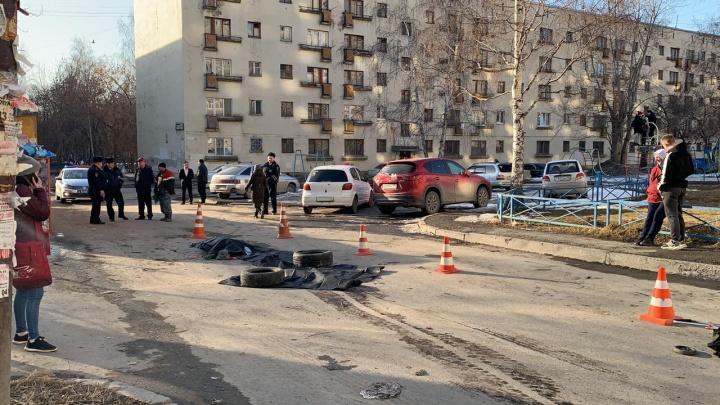 В Екатеринбурге мусоровоз задавил пожилую женщину