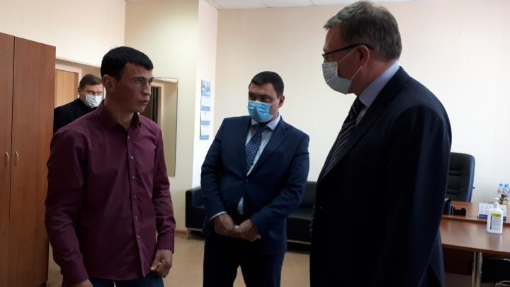 Губернатор предложил омскому тиктокеру вступить в Общественный совет при Минпроме