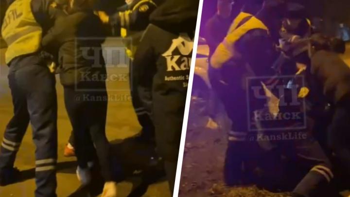 «Не трогай её — она беременна!»: чёткие пацанчики устроили массовую драку с полицейскими