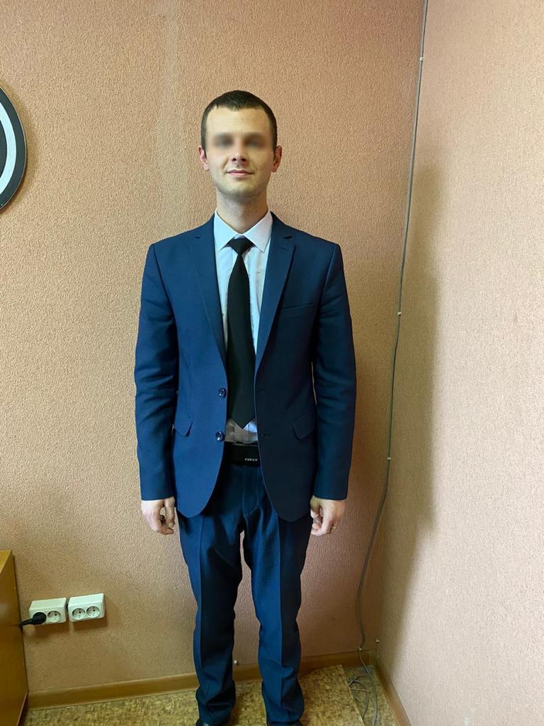 """Полицейские предполагают, что задержанный может быть причастен к другим аналогичным преступлениям в Екатеринбурге. Если вы пострадали от действий мошенника, сообщите об этом по номерам <nobr class=""""_"""">+7 (343) 356–42–07</nobr> либо 02"""