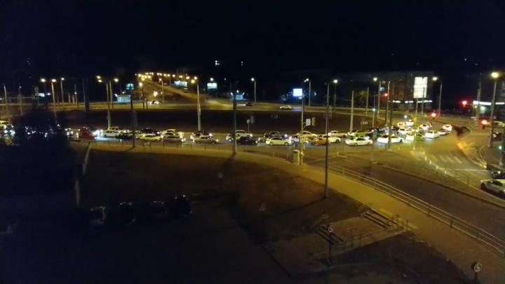 Самарские стритрейсеры устроили автопробег в поддержку гонок