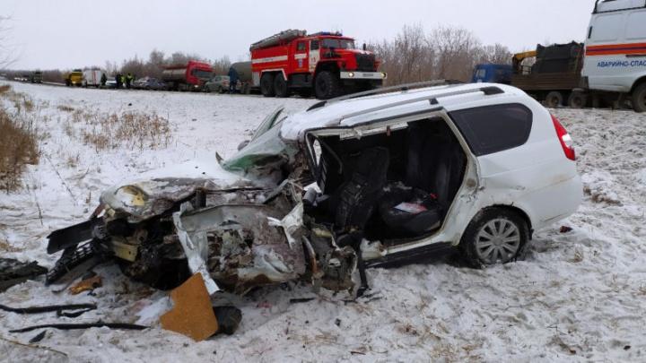 Двое умерли: под Самарой лоб в лоб столкнулись «Приора» и Nissan Qashqai