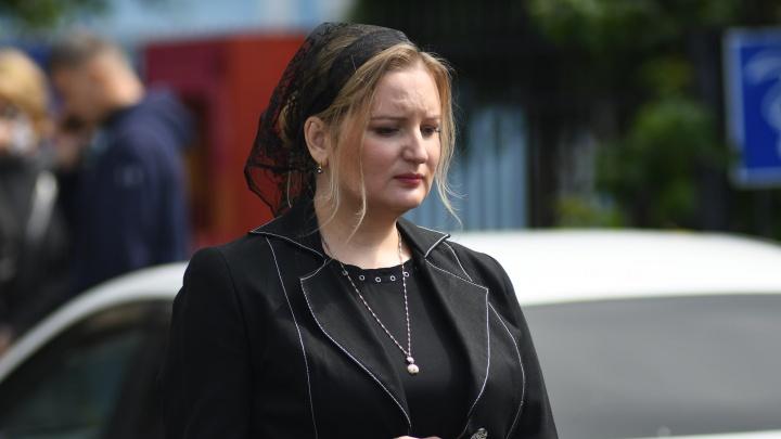 «У мужа разрушились легкие, и он погиб»: вдова хирурга Юрия Мансурова — о причине смерти