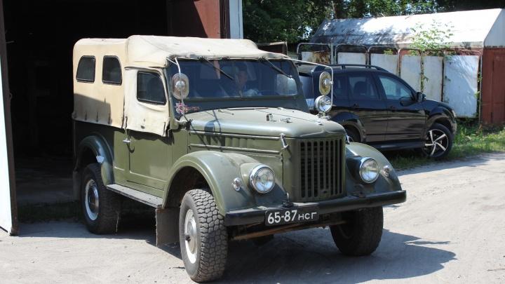 Евгений и его «козлик»: сибиряк восстановил гнилой ГАЗ-69 и теперь гоняет на нём на охоту и рыбалку