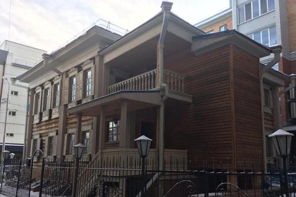 Замурованный во дворе многоэтажки памятник архитектуры продают в Тюмени за 40 миллионов