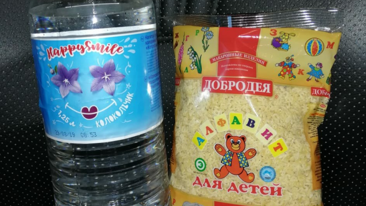 Омских детей наградили макаронами. Организатор принёс извинения