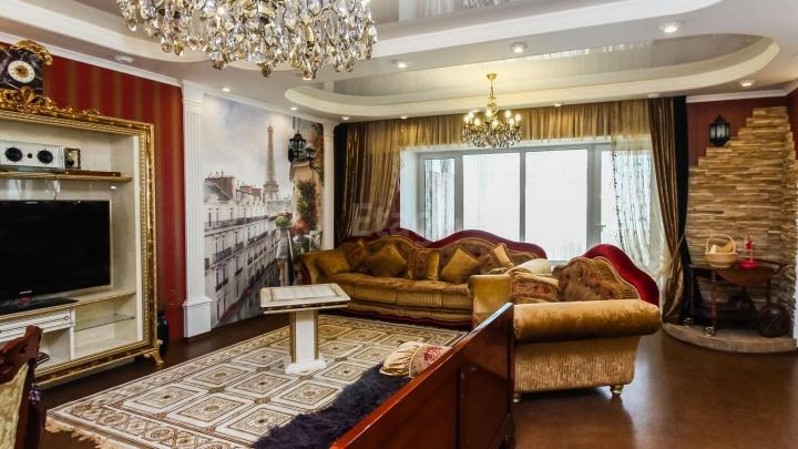 В центре Тюмени за 17 миллионов продают квартиру с «видом на Париж» и шкафом-контрабасом