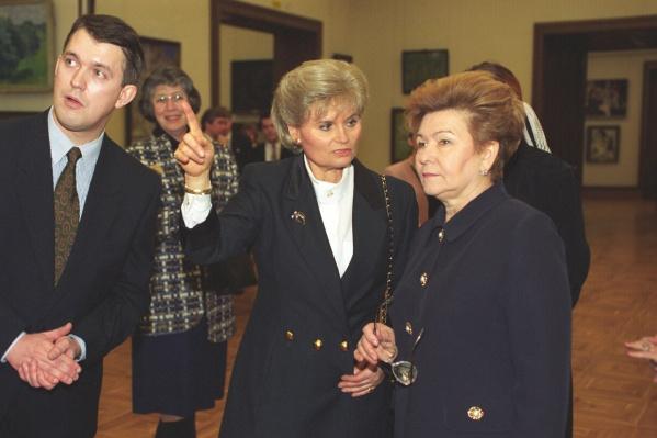 Наина Иосифовна и супруга канцлера ФРГ Ханнелоре Коль. Москва, 19 февраля 1996 года