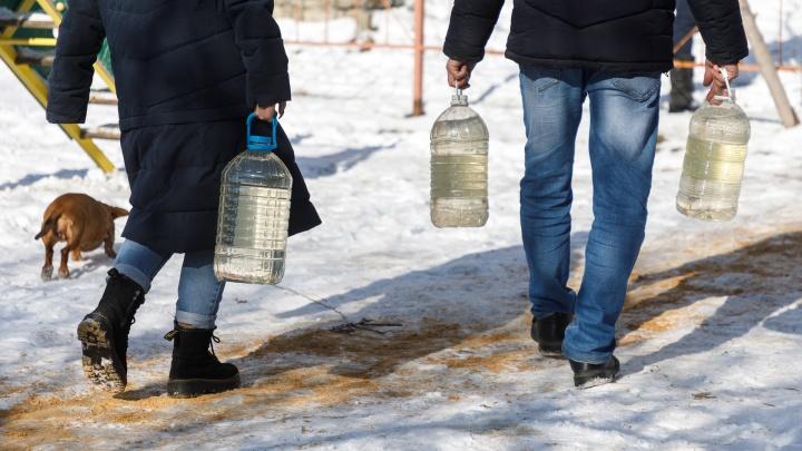 «Может показаться смешным, но мы уже не смеемся»: два района Волгограда без предупреждения оставили без воды