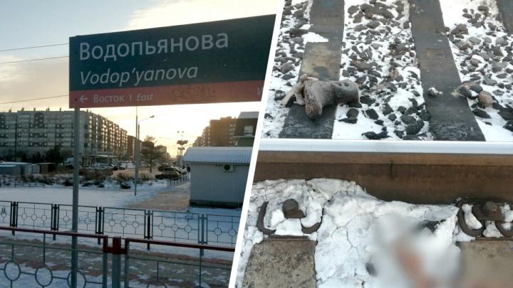 На Водопьянова тепловоз протащил невнимательную женщину по рельсам