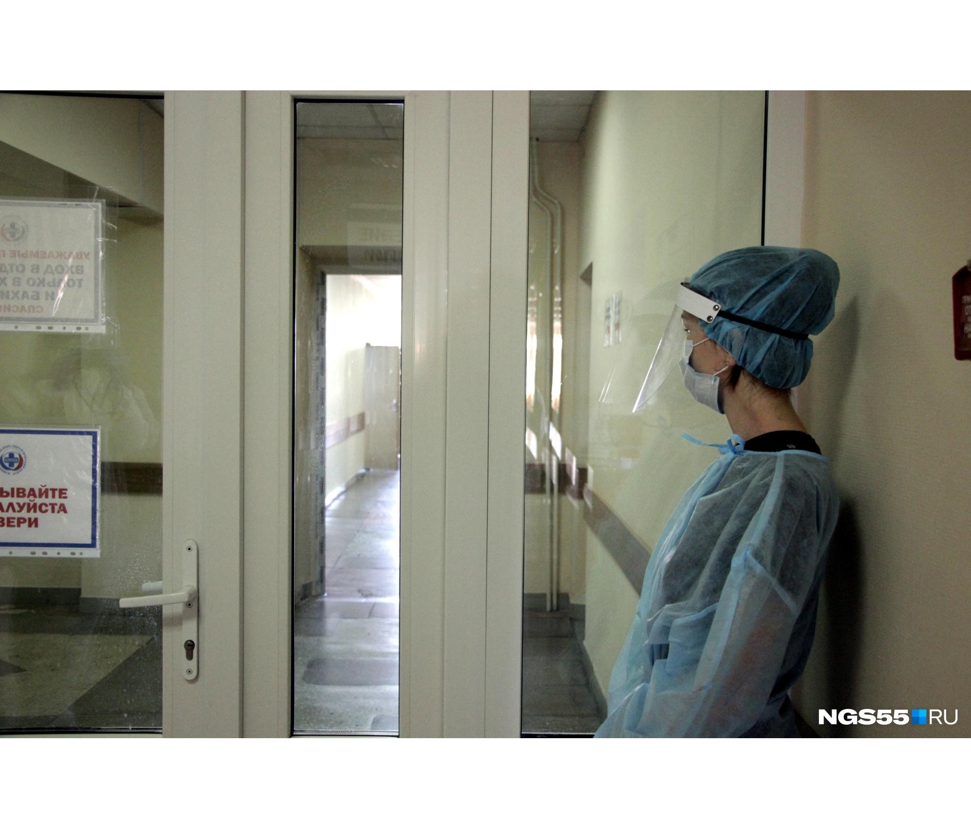В «чистой» зоне медики тоже не ходят без защиты