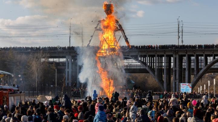 Гори, гори ясно: в Волгограде подожгли 14-метровое чучело Масленицы