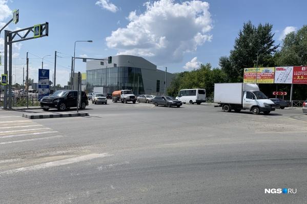 Т-образное пересечение улиц Кедровой и Краузе