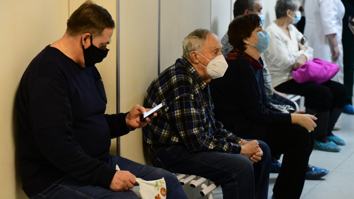 Почему в Екатеринбурге не попасть к врачу? В минздраве рассказали, что делают с дефицитом медиков