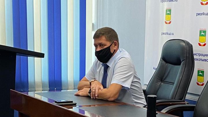 «Всем это надоело, я сам целый день в маске»: мэр кузбасского города — о коронавирусе